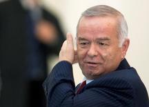 Президент Узбекистана Ислам Каримов на саммте в Алма-Ате 28 апреля 2009 года. Премьер-министр Турции в пятницу принес соболезнования в связи с смертью президента Узбекистана, о которой сообщили также дипломаты, тогда как Ташкент хранит молчание, а вопрос о транзите власти в самой густонаселенной стране Центральной Азии остается открытым. REUTERS/Shamil Zhumatov/File Photo