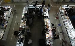 La croissance des services a accéléré en août avec un accroissement modeste des commandes nouvelles et une stabilisation de l'emploi. L'indice PMI Caixin/Markit des services s'est établi à 52,1, contre 51,7 en juillet. /Photo d'archives/REUTERS/Kim Kyung-Hoon