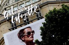 Les Galeries Lafayette ont racheté le site de déstockage BazarChic afin d'accélérer la transformation numérique du groupe de grands magasins. Les modalités financières de l'opération n'ont pas été divulguées. /Photo prise le 13 juin 2016/REUTERS/Jacky Naegelen
