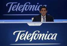 Telefónica dio el lunes el pistoletazo de salida a la colocación en bolsa de Telxius, la primera operación de un amplio paquete de medidas ideado por el grupo para reducir su elevada deuda y convencer al mercado de la sostenibilidad de su fuerte remuneración al accionista. En esta imagen de archivo, el presidente de Telefónica, José María Álvarez-Pallete, durante la junta de accionistas de la compañía en Madrid, el 12 de mayo de 2016. REUTERS/Sergio Pérez