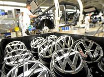 Volkswagen va reprendre la production de voitures au Kenya d'ici la fin de l'année afin d'être en mesure de pouvoir vendre davantage de véhicules en Afrique de l'Est. /Photo d'archives/REUTERS/Fabian Bimmer