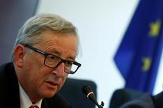 La Commission européenne va proposer la semaine prochaine de prolonger de deux ans, jusqu'en 2020, son plan d'investissement et de le porter à au moins 500 milliards d'euros, selon des responsables européens. Ce programme consiste à mobiliser 21 milliards d'euros de fonds et de garanties européennes pour attirer des investissements privés d'un montant 15 fois supérieur jusqu'en 2018. /Photo prise le 13 juillet 2016/REUTERS/Thomas Peter