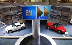 Cars are seen on display inside the General Motors Corp world headquarters in downtown in Detroit, May 28, 2009.  REUTERS/Mark Blinch/File Photo