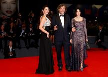 """Director Emir Kusturica poses with actresses Sloboda Micalovic (L) and Monica Bellucci (R) as they attend the red carpet for the movie """"Na Mlijecnom Putu"""" (On The Milky Road) at the 73rd Venice Film Festival in Venice, Italy September 9, 2016. REUTERS/Alessandro Bianchi"""