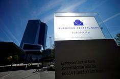 Los bancos de la zona euro fijarán sus propios objetivos para reducir los 900.000 millones de euros en préstamos morosos alcanzados tras la crisis financiera, y solo la falta de cumplimiento tangible será sancionada, mostró el lunes una nueva guía orientativa del Banco Central Europeo. En la imagen, la sede del Banco Cental Europeo (BCE) en Fráncfort, Alemania, el 8 de septiembre de 2016. REUTERS/Ralph Orlowski/File Photo