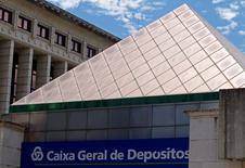 El débil sistema bancario portugués continúa siendo una fuente de riesgo para el Gobierno incluso después del acuerdo para recapitalizar la entidad estatal Caixa Geral de Depósitos (CGD) el mes pasado, dijo la agencia de calificación Moody's. En la imagen de archivo, la sede de Caixa Geral de Depositos en Lisbo, el 21 de julio de 2010. REUTERS/José Manuel Ribeiro