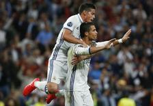 Cristiano Ronaldo comemora gol do Real Madrid sobre Sporting. 14/09/16.  REUTERS/Juan Medina