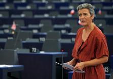 La commissaire européenne à la Concurrence, Margrethe Vestager, a déclaré jeudi au sujet de la volonté du géant allemand de la pharmacie et de l'agrochimie Bayer de racheter le spécialiste américain des semences Monsanto que le marché était déjà très concentré. /Photo prise le 14 septembre 2016/REUTERS/Vincent Kessler