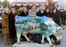 """Actors who played the children of the Trapp family in the legendary movie """"The Sound of Music"""" pose in Salzburg on November 1, 2000.  (L to R)   Kym Gareth (Gretl), Charmian Carr (Liesl) (2nd L) , Angela Cartwright (Brigitta), Nicholas Hammond (Friedrich), Duane Chase (Kurt), Debbie Thurner (Martha) and Heather Menzis (Louisa) were re-united on the original film sets for a British television production 35 years after the movie was shot in the west Austrian province. REUTERS/Staff/Files"""