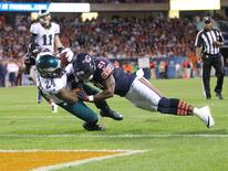 Sep 19, 2016; Chicago, IL, USA; Philadelphia Eagles running back Ryan Mathews (24) scores a touchdown as Chicago Bears cornerback Tracy Porter (21) defends during the second half at Soldier Field. Philadelphia won 29-14. Mandatory Credit: Dennis Wierzbicki-USA TODAY Sports