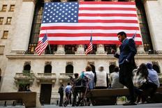 La Bourse de New York a fini quasiment inchangée mardi, ayant abandonné l'essentiel de ses maigres gains de la séance à la veille de la décision de politique monétaire que doit rendre la Réserve fédérale. L'indice Dow Jones a gagné 9,72 ponts (0,05%) à 18.129,89. /Photo prise le 15 septembre 2016/REUTERS/Brendan McDermid