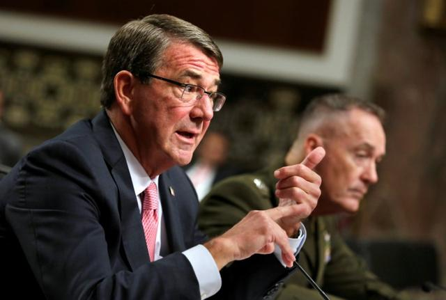 U.S. Defense Secretary Ash Carter (L) and Chairman of the Joint Chiefs of Staff Joseph Dunford testify before a Senate Armed Services Committee hearing on National Security Challenges and Ongoing Military Operations on Capitol Hill in Washington, U.S., September 22, 2016. REUTERS/Yuri Gripas