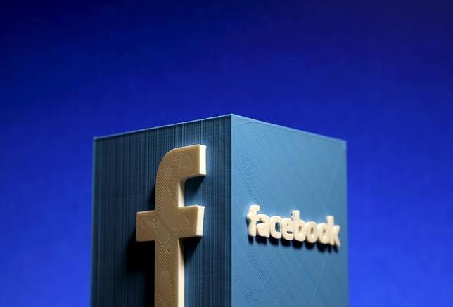 9月23日、インターネット交流サイト(SNS)大手の米フェイスブックは、動画広告の視聴時間を誤って過大に集計していたとして謝罪した。写真はゼニツァで昨年5月撮影(2016年 ロイター/Dado Ruvic)