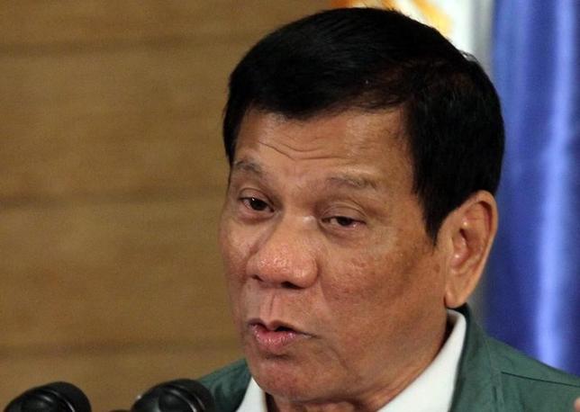 9月28日、フィリピンのドゥテルテ大統領は、同国軍と米国軍の合同軍事演習は次回10月の演習が最後と宣言し、両国海軍の合同巡視活動の可能性を排除した。写真はダバオで18日撮影(2016年 ロイター/Lean Daval Jr)