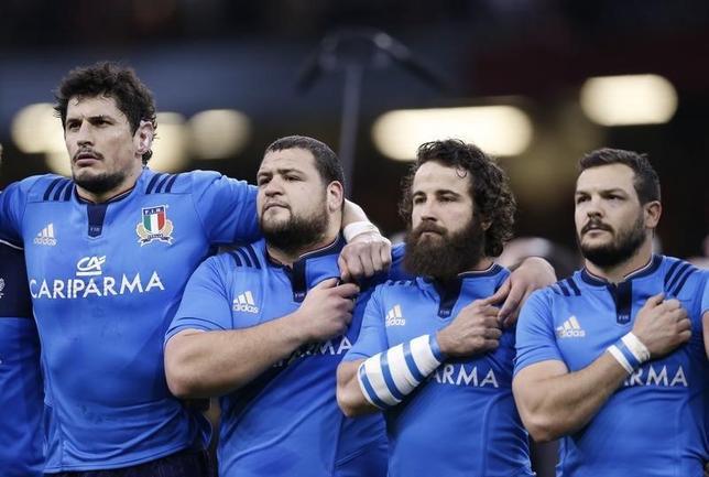 9月28日、イタリア・ラグビー連盟は、同国が2023年ラグビーW杯の招致レースから撤退すると発表した。写真はイタリア代表の選手たち。カーディフで3月撮影(2016年 ロイター)