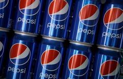 PepsiCo a publié jeudi des résultats trimestriels supérieurs aux attentes des investisseurs,. Les ventes des activités de boissons en Amérique du Nord, la principale division du groupe, ont augmenté d'environ 3%. /Photo prise le 28 mai 2016/REUTERS/Jacky Naegelen