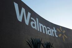Магазин Wal-Mart в Монтеррее, Мексика. Wal-Mart Stores Inc ведет переговоры о покупке миноритарного пакета акций крупнейшего онлайн-ритейлера Индии Flipkart, сообщили два источника, знакомые с ситуацией.  REUTERS/Daniel Becerril