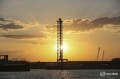 Остров Д на месторождении Кашаган в Каспийском море 21 августа 2013 года. Консорциум North Caspian Operating Company (NCOC) по разработке гигантского месторождения нефти Кашаган в четверг подтвердил начало тестовой добычи. REUTERS/Stringer
