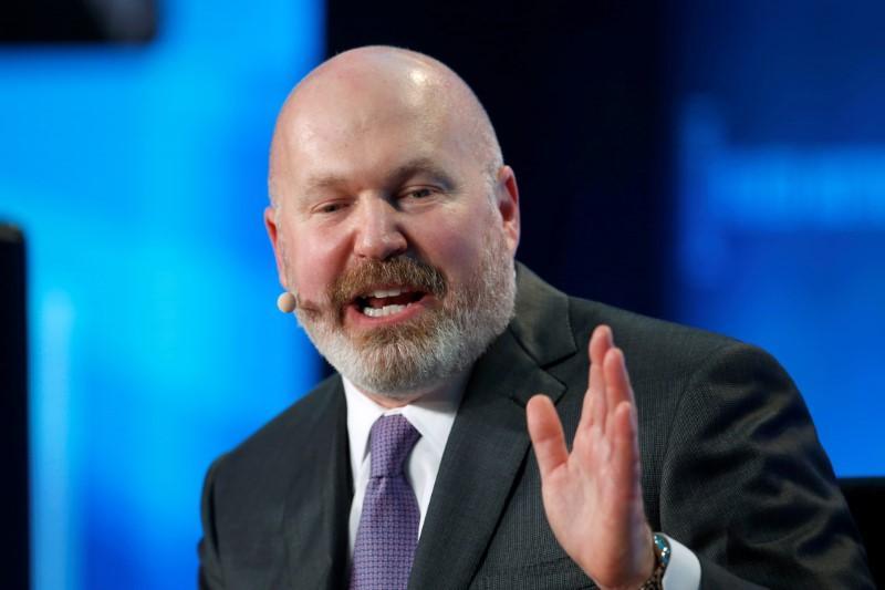 Largest hedge funds bleed assets: survey - Reuters