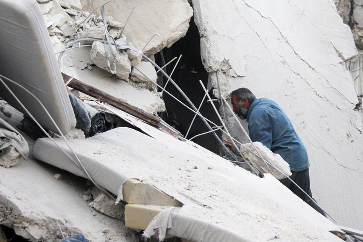 A man searches for survivors at a damaged site hit by airstrikes in Idlib, Syria September 29, 2016. REUTERS/Ammar Abdullah