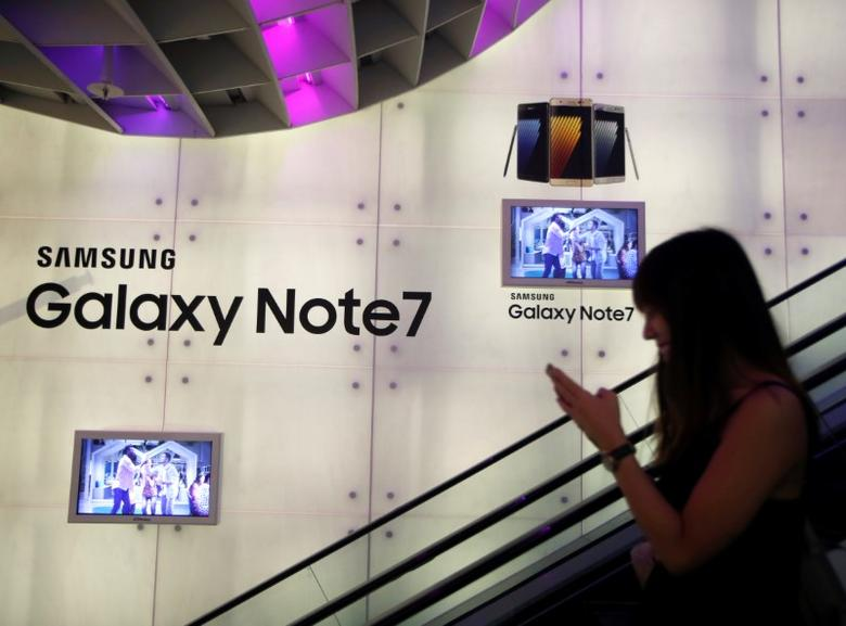 A woman passes a Samsung Note 7 advertisement in Singapore September 22, 2016. REUTERS/Edgar Su