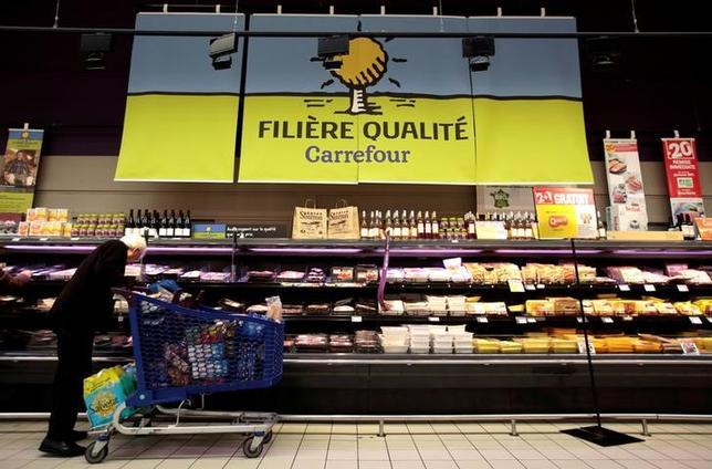 9月30日、EU統計局の発表によると、9月のユーロ圏消費者物価指数速報値は前年同月比0.4%上昇した。ニースで4月撮影(2016年 ロイター/Eric Gaillar)