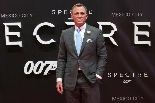 Actor Daniel Craig poses for photographers on the red carpet at the Mexican premiere of the new James Bond 007 film ''Spectre'' in Mexico City, November 2, 2015. REUTERS/Ginnette Riquelme