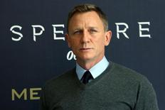 """Actor Daniel Craig poses during a photocall for the new James Bond 007 film """"Spectre"""" in Mexico City, November 1, 2015. REUTERS/Ginnette Riquelme"""