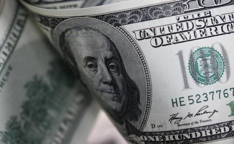 U.S. one hundred dollar notes are seen in this picture illustration taken in Seoul February 7, 2011.  REUTERS/Lee Jae-Won