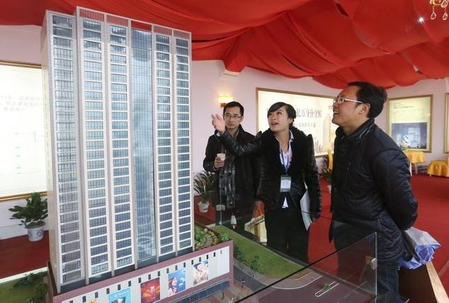 10月2日、中国河南省の鄭州、四川省の成都、山東省の済南の3都市は、不動産購入規制の強化を発表した。湖南省で2012年12月撮影(2016年 ロイター/China Daily)