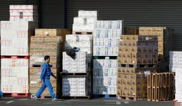 L'industrie manufacturière japonaise a vu son activité progresser en septembre pour la première fois en sept mois. L'indice définitif IHS Markit/Nikkei a atteint 50,4. /Photo d'archives/REUTERS/Kim Kyung-Hoon
