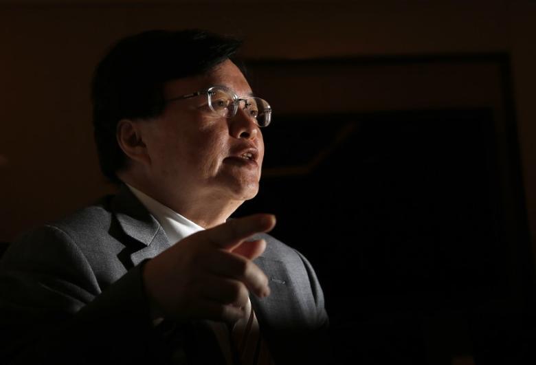 Former Bank of Japan (BOJ) board member Atsushi Mizuno speaks during an interview with Reuters in Tokyo December 26, 2013. REUTERS/Yuya Shino