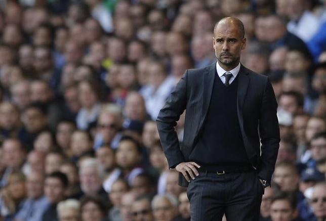10月3日、サッカーのイングランド・プレミアリーグ、マンチェスター・シティーのジョゼップ・グアルディオラ監督は、今季リーグ戦初黒星を教訓にしたいと述べた。ロンドンで2日撮影(2016年 ロイター)