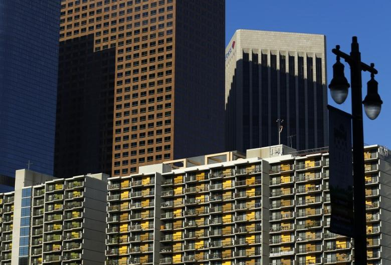 Residential apartments are pictured in downtown Los Angeles, California October 29, 2014.    REUTERS/Mike Blake