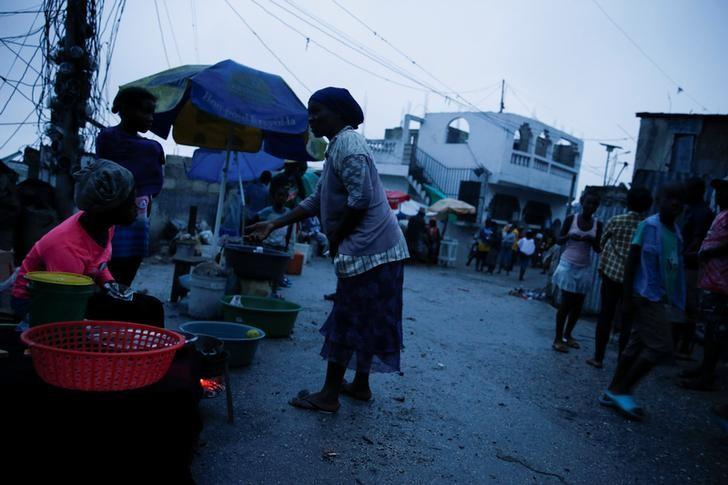 People buy goods on the street while Hurricane Matthew approaches Port-au-Prince, Haiti, October 3, 2016. REUTERS/Carlos Garcia Rawlins