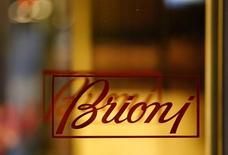 Brioni (groupe Kering) a annoncé mardi le départ de son directeur artistique, Justin O'Shea, sept mois seulement après sa nomination. Le tailleur italien l'avait recruté en mars, quelques jours après l'annonce d'un plan de restructuration passant par d'importantes suppressions de postes. /Photo prise le 4 mai 2016/REUTERS/Leonhard Foeger