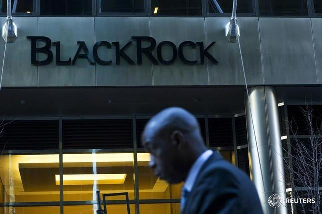 A man walks next to a BlackRock sign pictured in the Manhattan borough of New York, October 11, 2015.  REUTERS/Eduardo Munoz