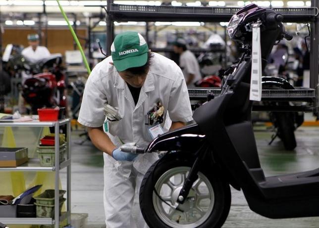 10月5日、ホンダとヤマハ発動機は、国内向け二輪車の一部車種の生産・開発などで提携を検討すると発表した。ヤマハの生産を移管するホンダの熊本工場で先月撮影(2016年 ロイター/Naomi Tajitsu)