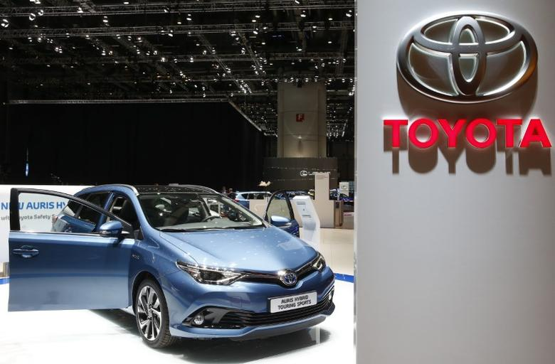 A Toyota Auris Hybrid Touring Sports car is pictured ahead of the 85th International Motor Show in Geneva, March 2, 2015.            REUTERS/Arnd Wiegmann