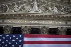 La Bourse de New York a fini jeudi en baisse de 0,06%, l'indice Dow Jones cédant 10,68 points à 18.270,35.  /Photo d'archives/REUTERS/Carlo Allegri