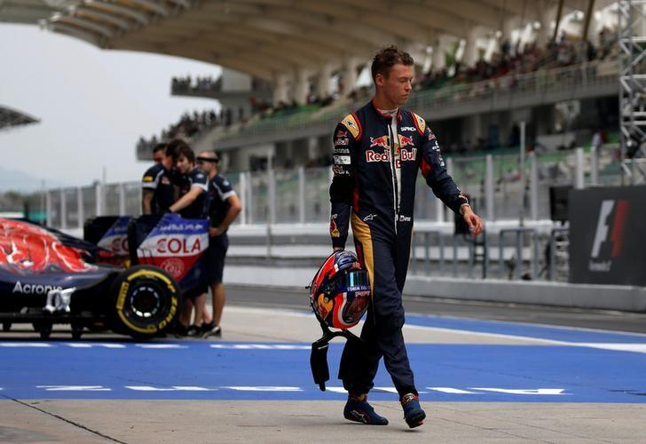 Formula One - F1 - Malaysia Grand Prix - Sepang, Malaysia- 1/10/16  Toro Rosso's Daniil Kvyat of Russia returns to his garage during third practice. REUTERS/Edgar Su