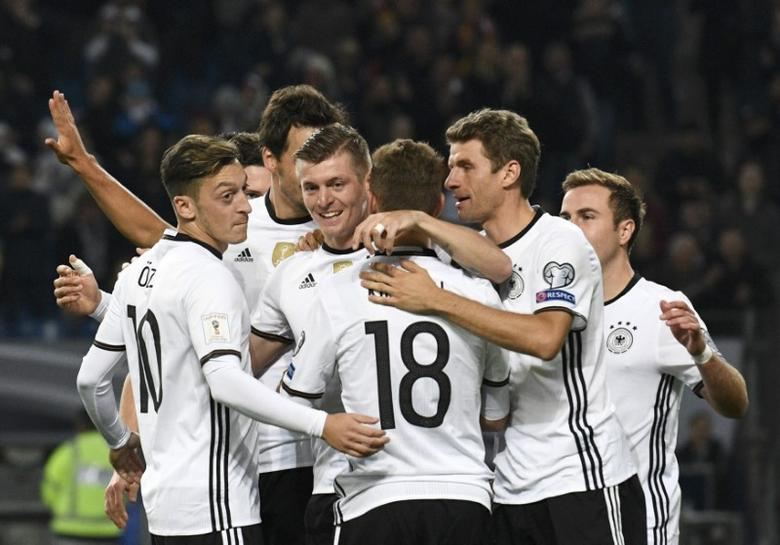 Football Soccer - Germany v Czech Republic - 2018 World Cup Qualifying European Zone - Group C - Hamburg arena, Hamburg, Germany - 8/10/16 Germany's players react    REUTERS/Fabian Bimmer