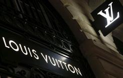 LVMH a fait état d'une croissance organique de 6% au troisième trimestre, un chiffre supérieur aux 4% du premier semestre et aux 4% attendus en moyenne par certains analystes. /Photo prise le 4 octobre 2016/REUTERS/Regis Duvignau