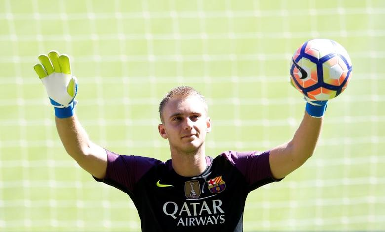 FC Barcelona's newly signed soccer goalkeeper Jasper Cillessen poses during his presentation at Camp Nou stadium in Barcelona, Spain, August 26, 2016. REUTERS/Albert Gea