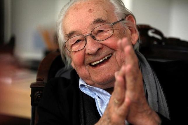 10月10日、ポーランドの著名な映画監督、アンジェイ・ワイダ氏が9日死去した。90歳だった。写真はワルシャワで2013年8月撮影(2016年 ロイター/Kacper Pempel)