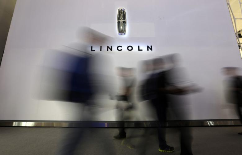 Visitors walk past a logo of Lincoln at Auto China 2014 in Beijing in this April 20, 2014 file photo. REUTERS/Jason Lee