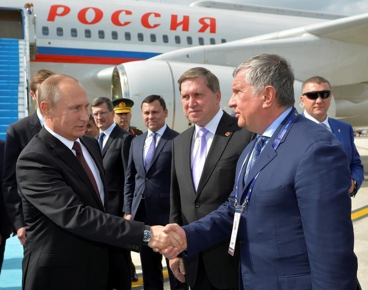 Russian President Vladimir Putin shakes hands with head of Russia's top oil producer Rosneft, Igor Sechin as he arrives at Ataturk airport in Istanbul, Turkey, October 10, 2016. Sputnik/Kremlin/Alexei Druzhinin via REUTERS