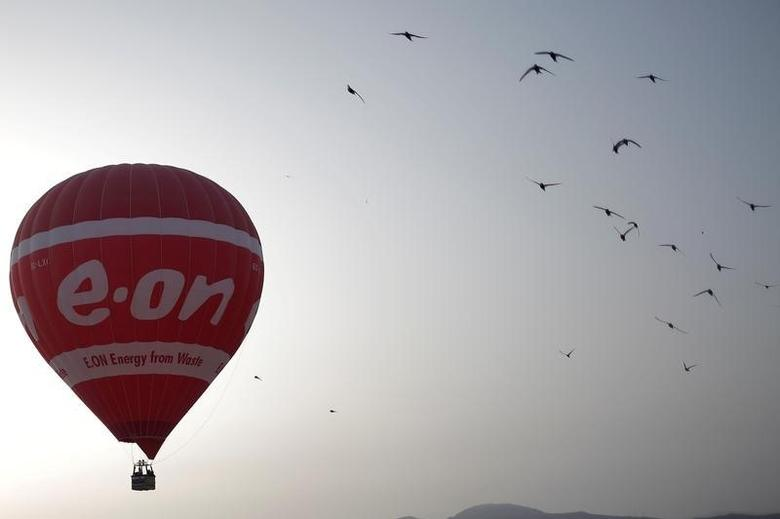 A hot air balloon with the logo of German energy giant E.ON flies at dawn in Ronda, southern Spain, July 21, 2016. REUTERS/Jon Nazca/File Photo