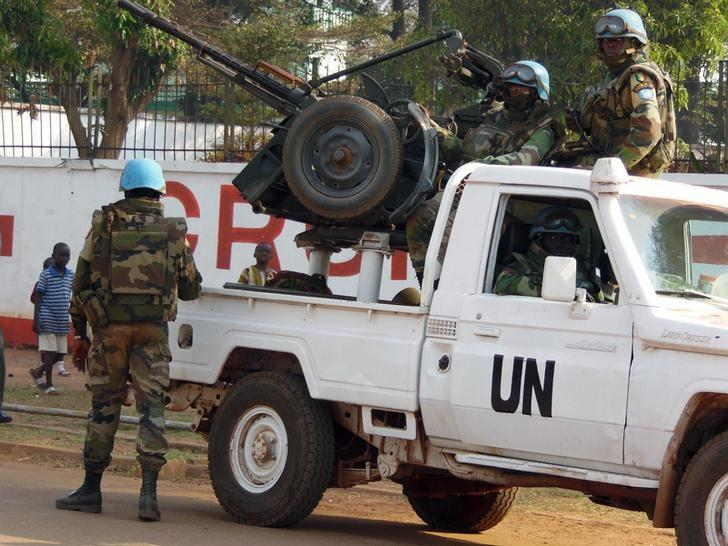 U.N. peacekeepers take a break as they patrol along a street during the presidential election in Bangui, the capital of Central African Republic, December 30, 2015.  REUTERS/Media Coulibaly/Files