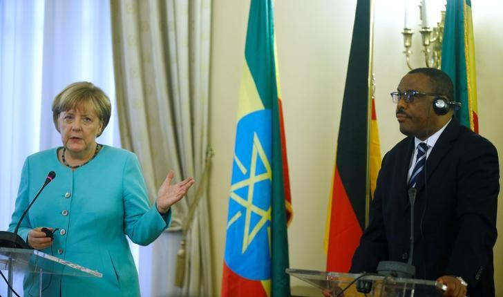 German Chancellor Angela Merkel (L) gestures next to Ethiopian Prime Minister Hailemariam Desalegn (R) during a news conference in Addis Ababa, Ethiopia, October 11, 2016. REUTERS/Tiksa Negeri